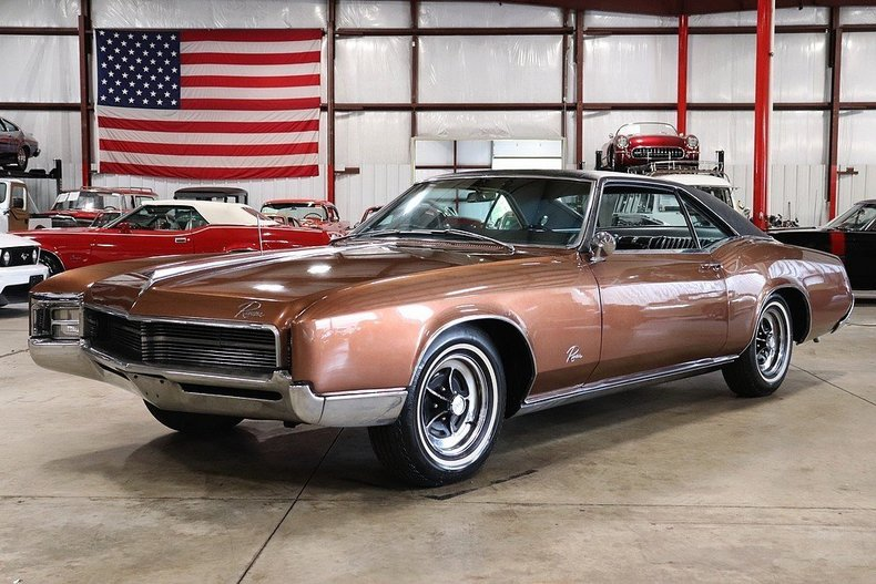 46239598bfe5f7 low res 1967 buick riviera