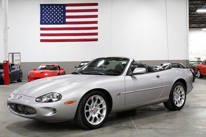 5140658f5bb3f2 low res 2000 jaguar xkr