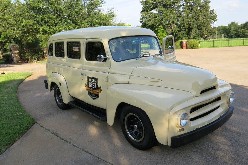 1955 International Travelall Restmod chevy v-8