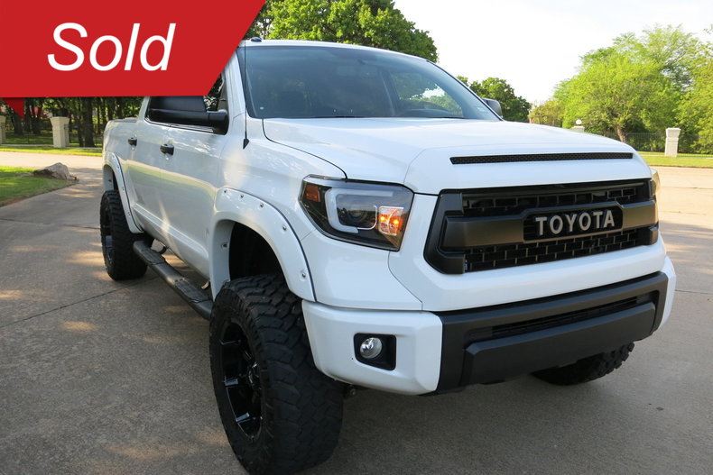 2017 Toyota 4WD V8 FFV CREW CAB 5.7L SR5