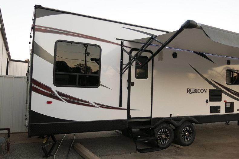 Keystone Dutchman Rubicon Vehicle