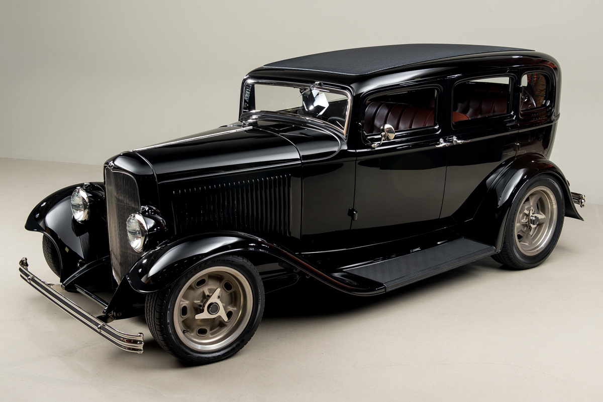 1932 Ford Fordor _3823