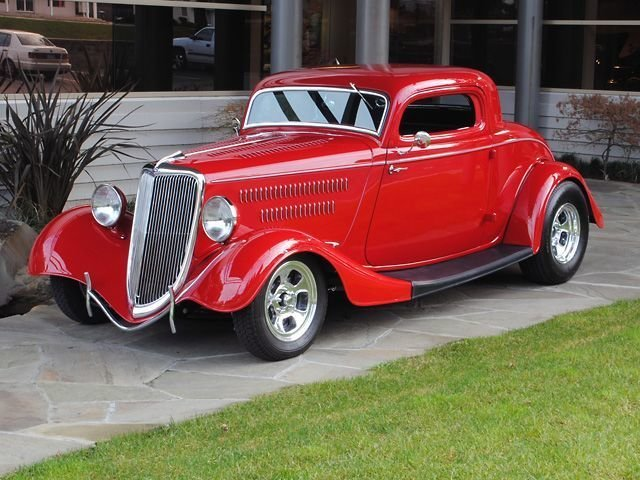 1934 Ford Deluxe Three Window Coupe_4118V