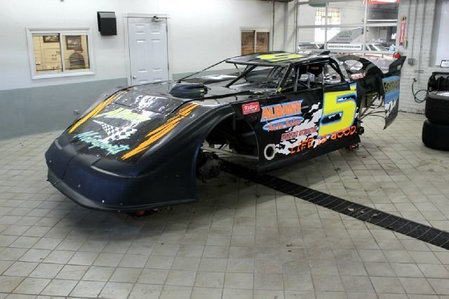 23011a3366003 low res 2001 warrior late model