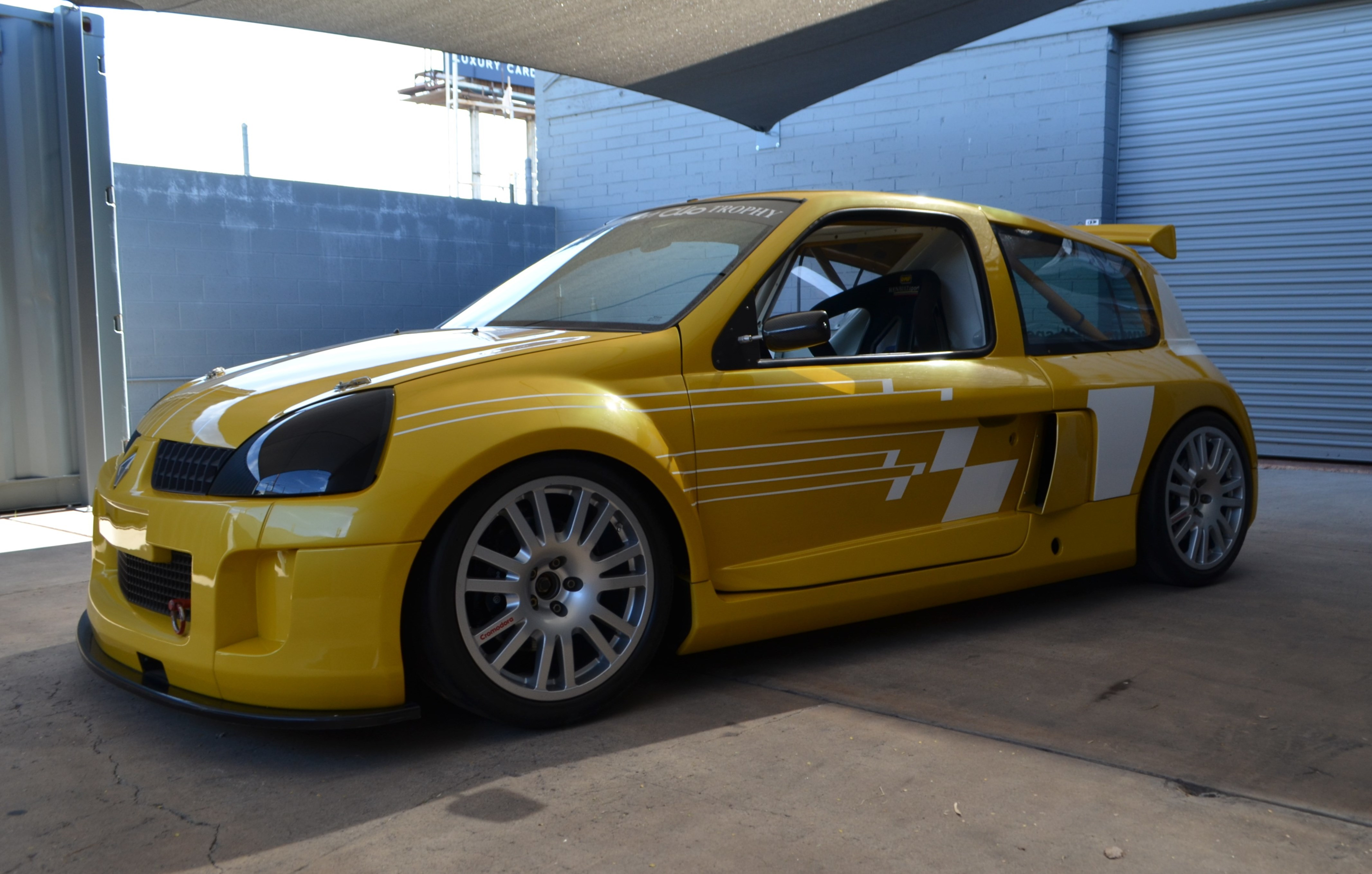2003 renault clio v6 trophy for sale 69754 mcg. Black Bedroom Furniture Sets. Home Design Ideas