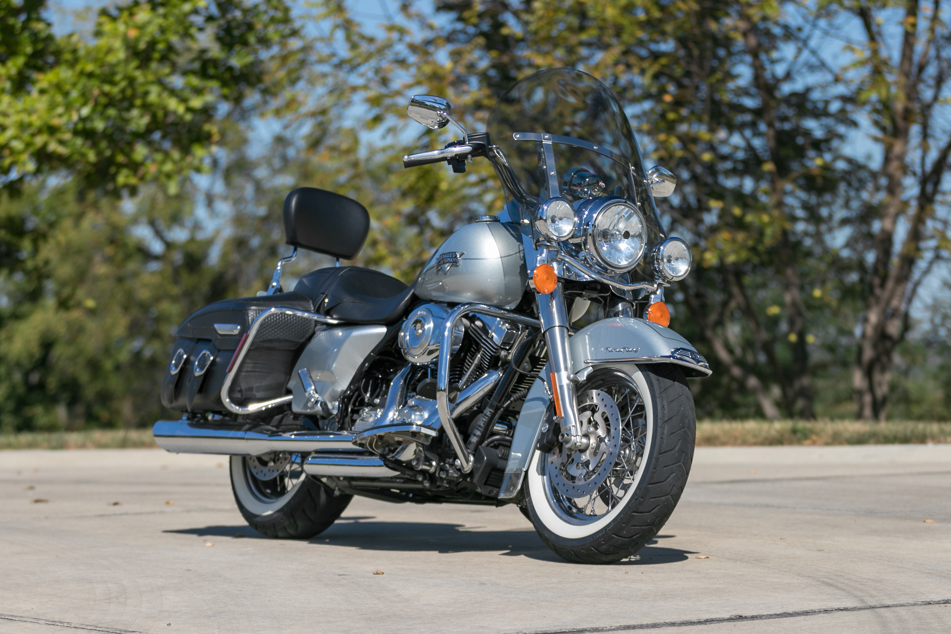 2011 harley davidson road king fast lane classic cars. Black Bedroom Furniture Sets. Home Design Ideas