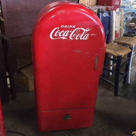 Very rare and complete Jacobs Coke machine!