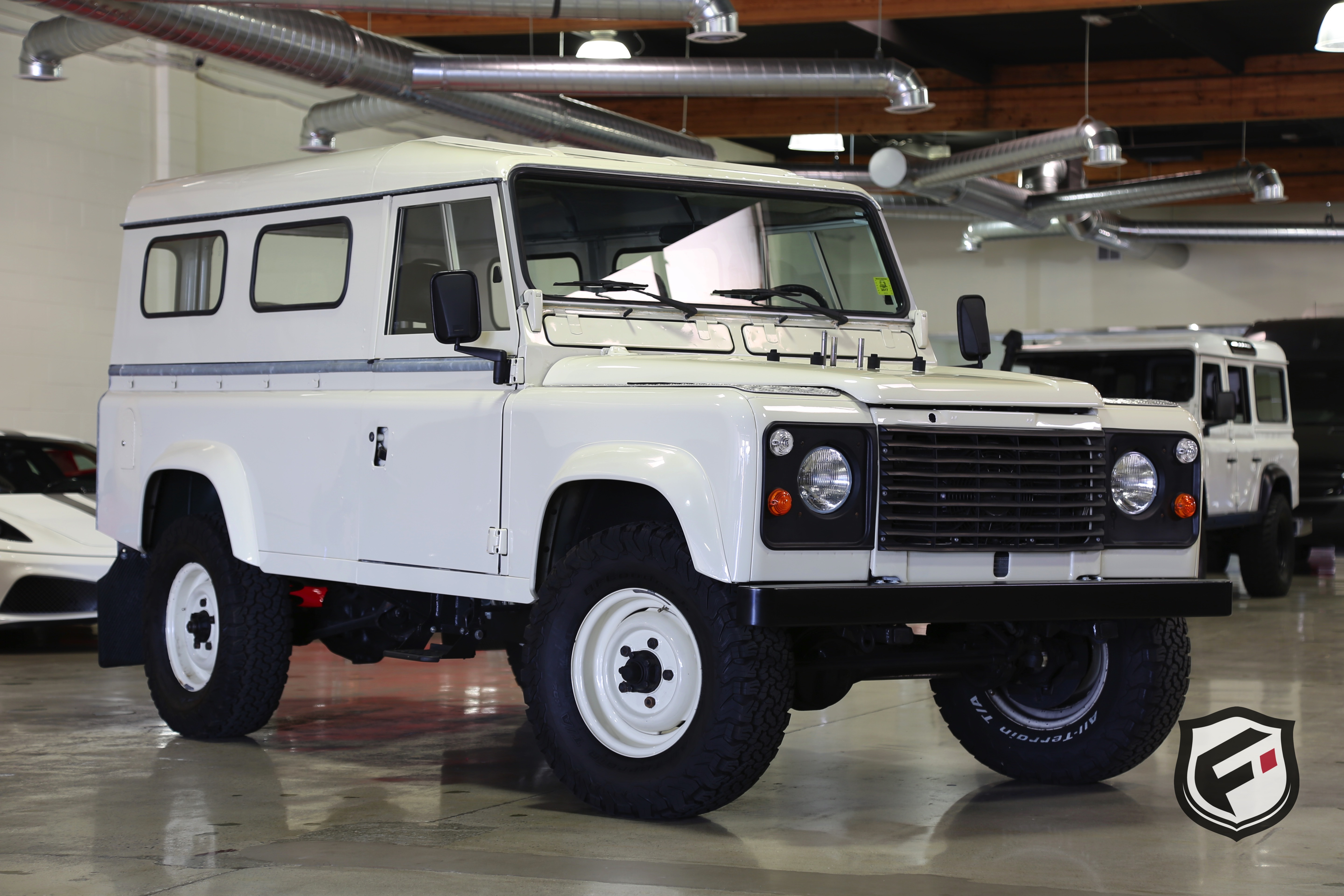 1983 land rover defender 110 fusion luxury motors. Black Bedroom Furniture Sets. Home Design Ideas