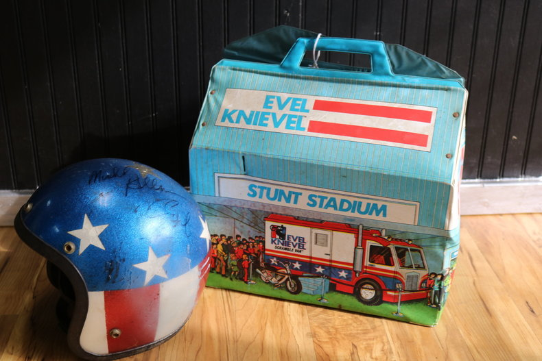 Evel Knievel Stratocycle Up For Auction: Evel Knievel Signed Helmet