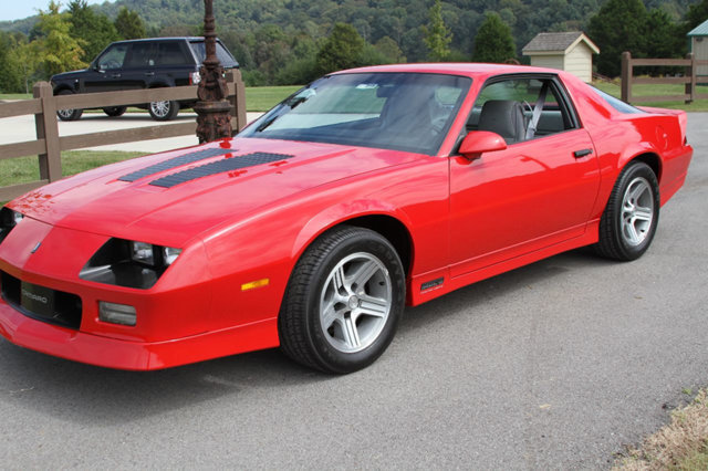 1990 chevrolet camaro iroc z 1le for sale 60925 mcg. Black Bedroom Furniture Sets. Home Design Ideas