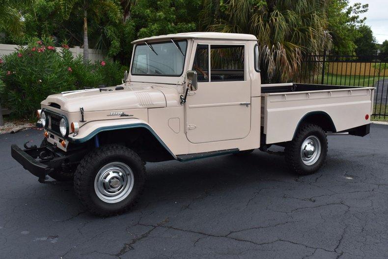 112281eb33a16 low res 1967 toyota fj45