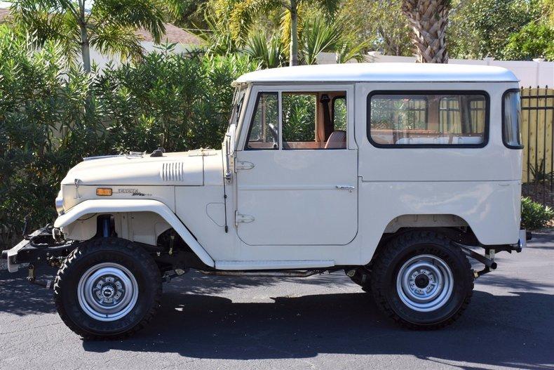 11205ca1259d1 low res 1967 toyota fj40