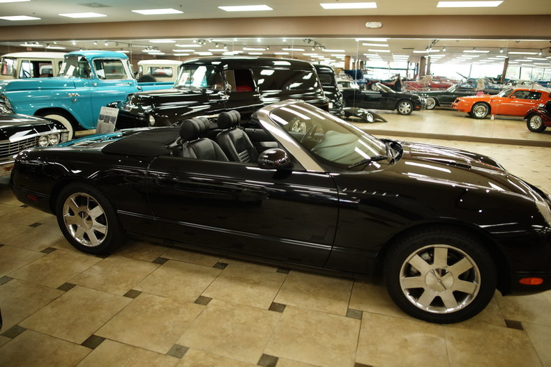 12548e97886f7 low res 2002 ford thunderbird