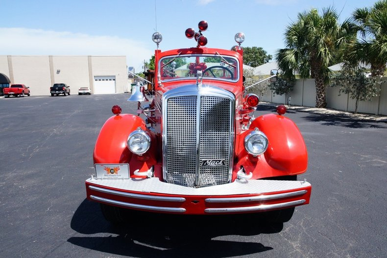 14911ccb84b8 low res 1943 mack model 505 fire truck