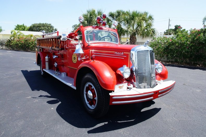 14922822ab53 low res 1943 mack model 505 fire truck