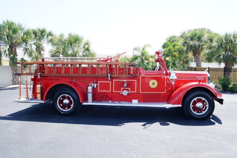 1495c62b8166 low res 1943 mack model 505 fire truck
