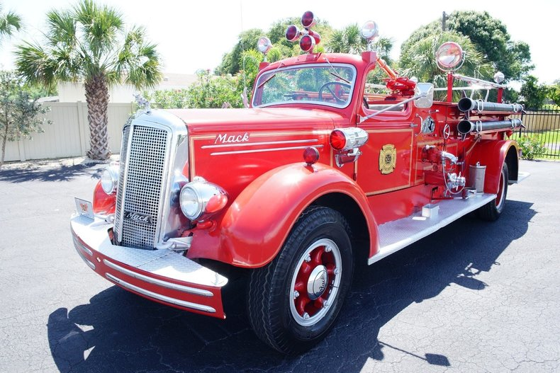 1499b85cc5a2 low res 1943 mack model 505 fire truck