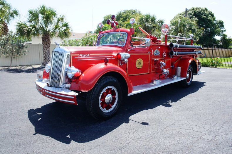 1500cb2ce582 low res 1943 mack model 505 fire truck