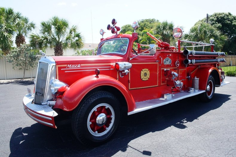 1502a0ff6138 low res 1943 mack model 505 fire truck