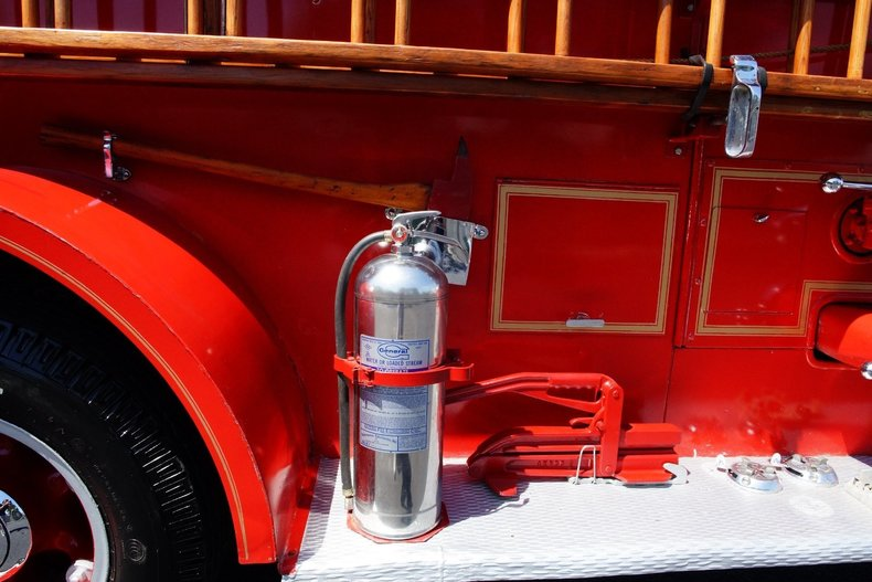 1512f4f8db61 low res 1943 mack model 505 fire truck