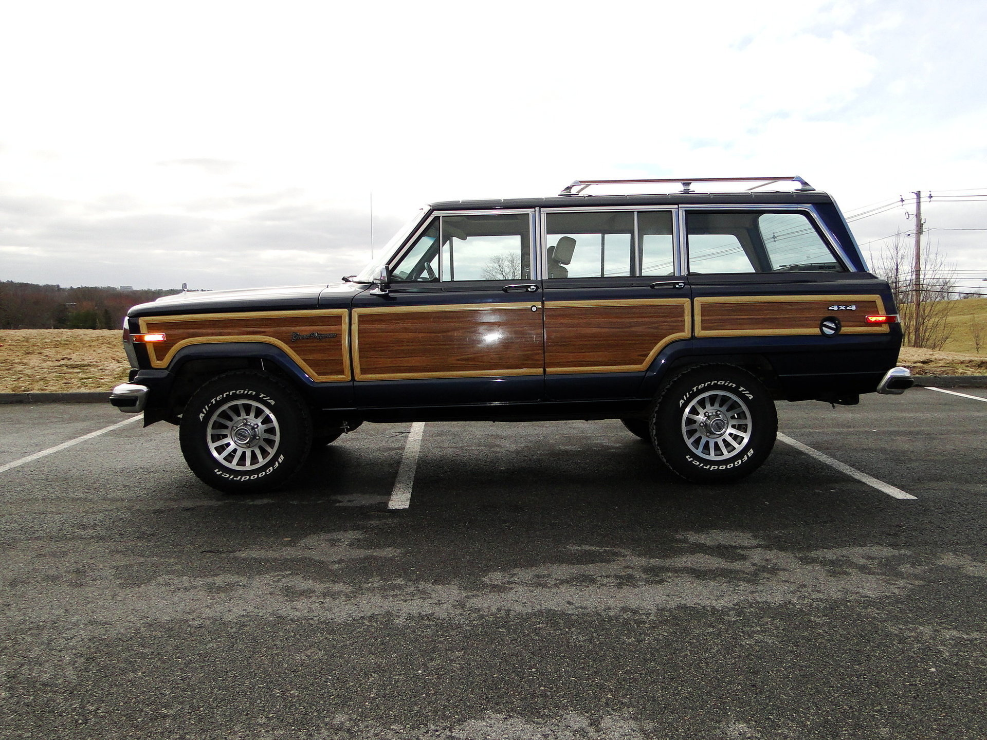 1991 jeep grand wagoneer legendary motors classic cars. Black Bedroom Furniture Sets. Home Design Ideas