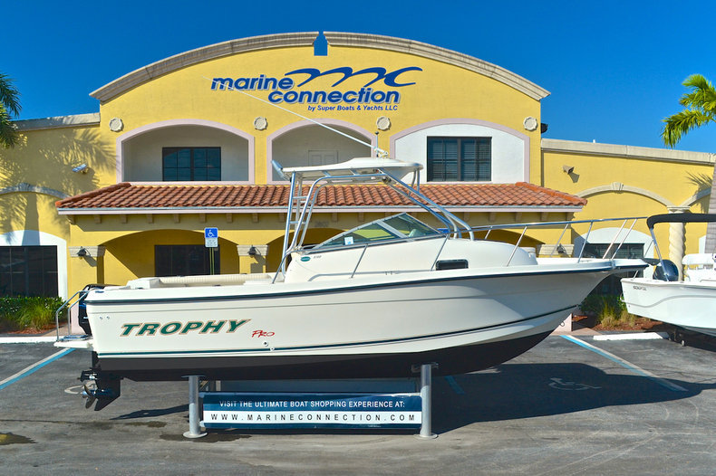 Used 2003 Trophy 2302 Walk Around boat for sale in West Palm Beach, FL