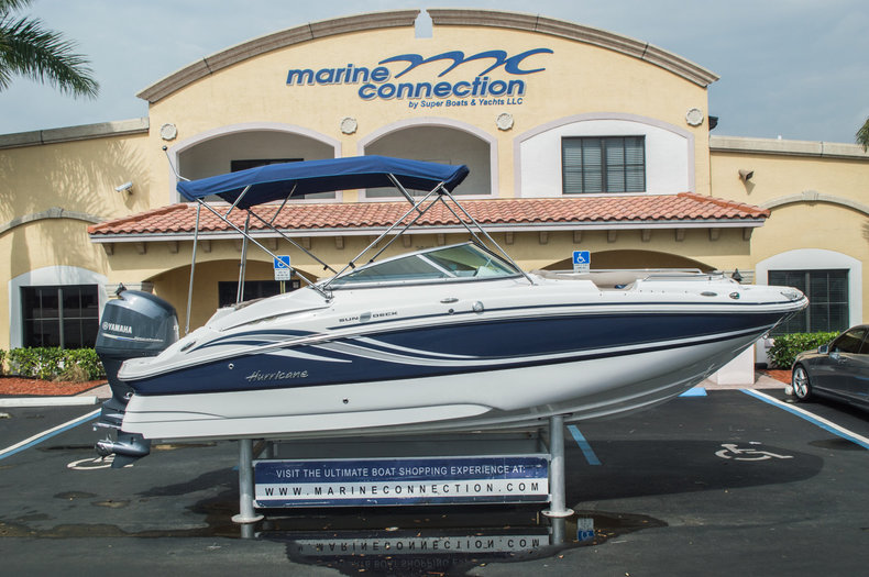 Used 2013 Hurricane SunDeck SD 2200 OB boat for sale in Vero Beach, FL