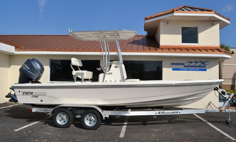 New 2015 Pathfinder 2200 TRS Bay Boat boat for sale in Vero Beach, FL