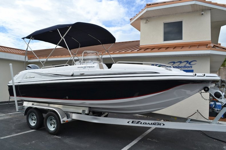 New 2015 Hurricane SunDeck Sport SS 211 OB boat for sale in Vero Beach, FL