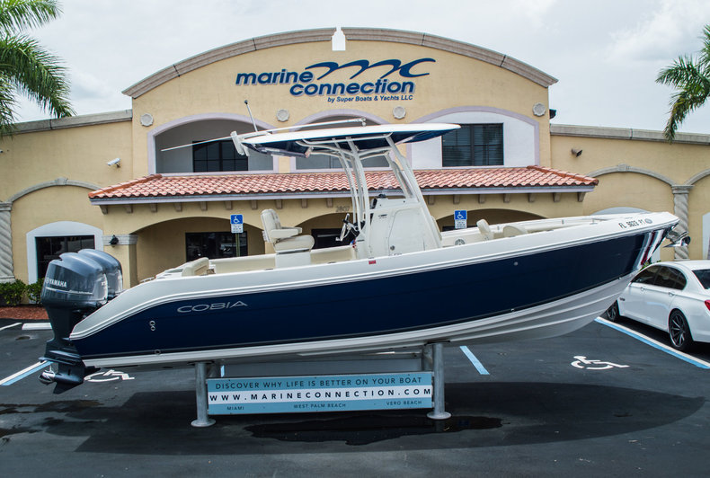 Used 2014 Cobia 256 Center Console boat for sale in Vero Beach, FL