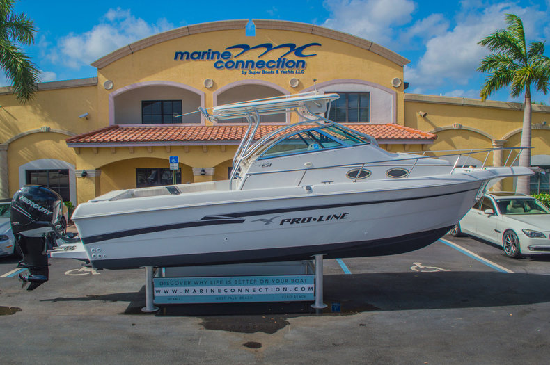 Used 1999 Pro-Line 251 WAC boat for sale in West Palm Beach, FL