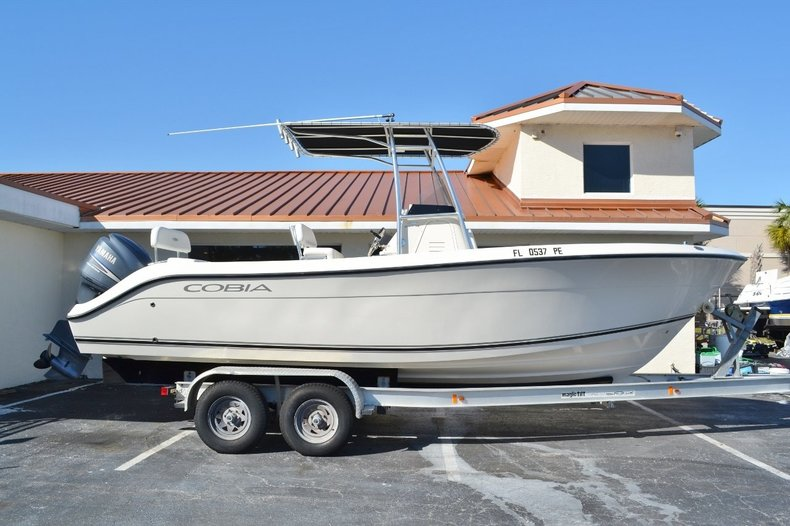 Used 2010 Cobia 237 Center Console boat for sale in Vero Beach, FL