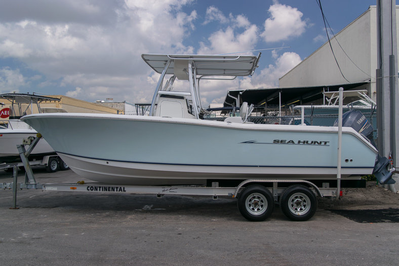 Used 2010 Sea Hunt Gamefish 24 Center Console boat for sale in Miami, FL