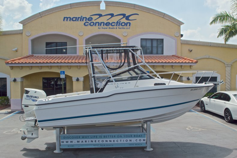 Used 1998 Bayliner Trophy 2002 WA Walkaround boat for sale in West Palm Beach, FL