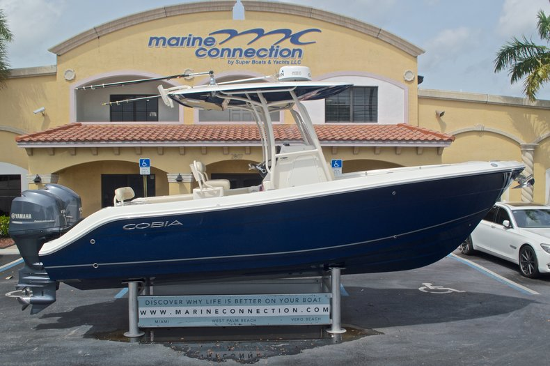 Used 2014 Cobia 237 Center Console boat for sale in West Palm Beach, FL