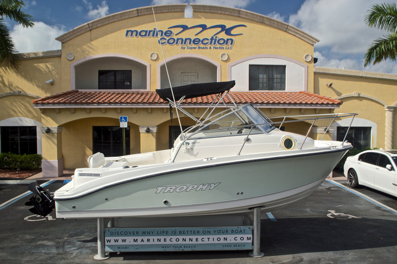 Used 2005 Trophy 1952 WAC Walk Around boat for sale in West Palm Beach, FL