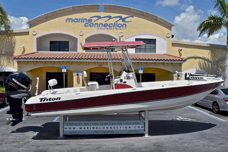 Photo for 2005 Triton 240 LTS Bay Boat