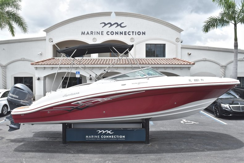 Used 2015 Hurricane SunDeck SD 2690 OB boat for sale in West Palm Beach, FL