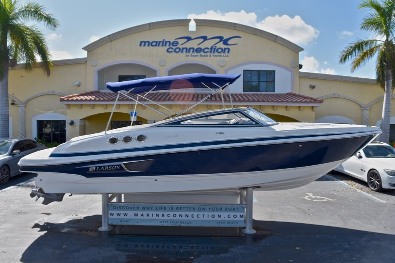 Used 2011 Larson 258 LXI Bowrider boat for sale in West Palm Beach, FL