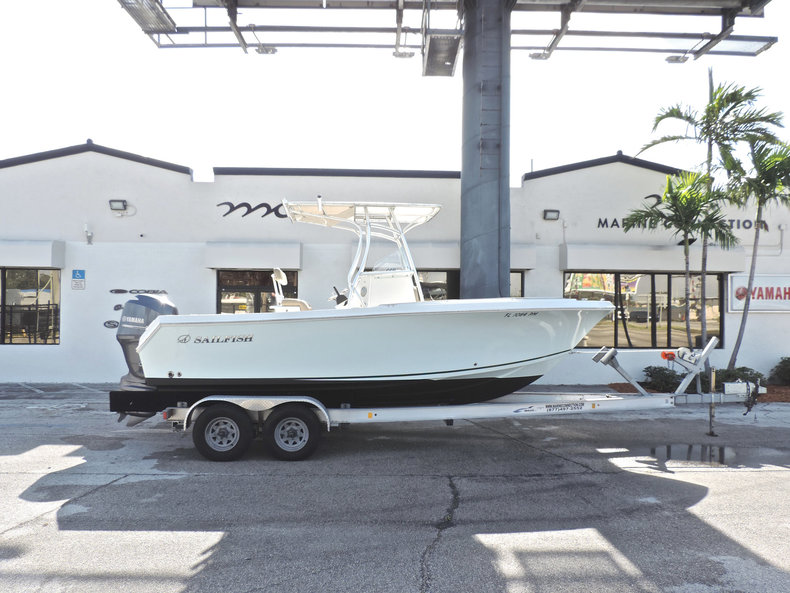 Used 2013 Sailfish 220 CC Center Console boat for sale in Fort Lauderdale, FL