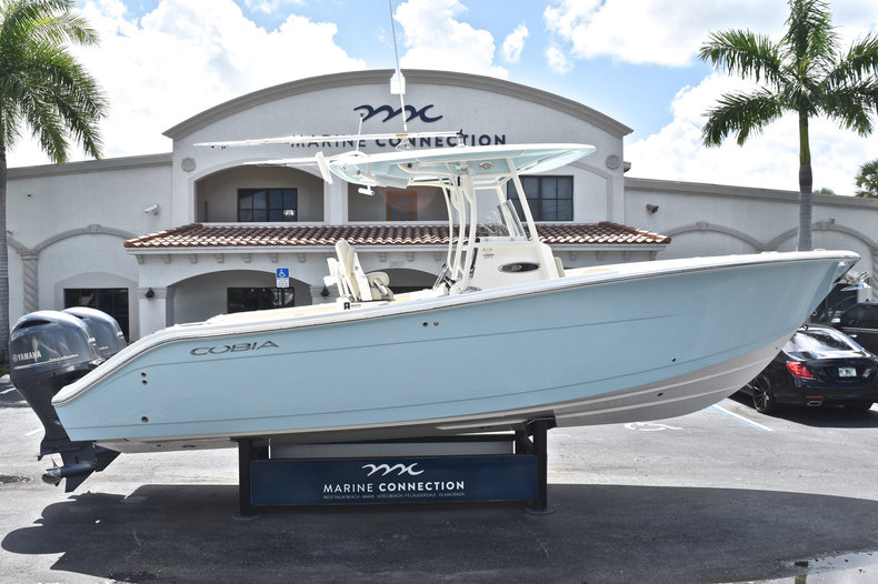Used 2017 Cobia 277 Center Console boat for sale in West Palm Beach, FL