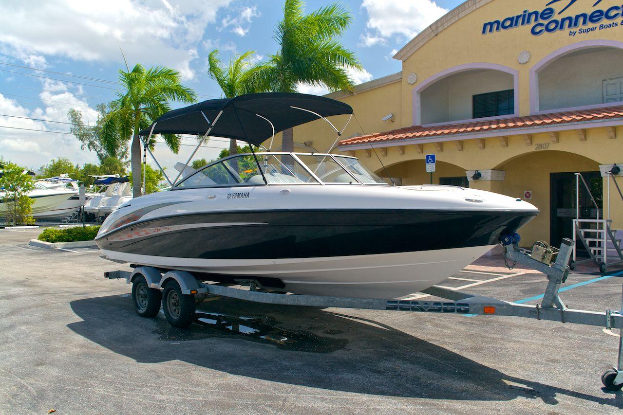 Yamaha Dealer Boat Images. 50,75MB FILE DOWNLOAD 2001 YAMAHA LS2000 BOAT SERVICE  MANUALS