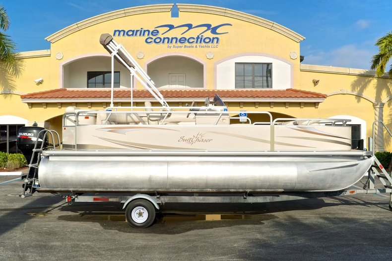 Used 2008 Sun Chaser 820 Fish RE Pontoon boat for sale in West Palm Beach, FL