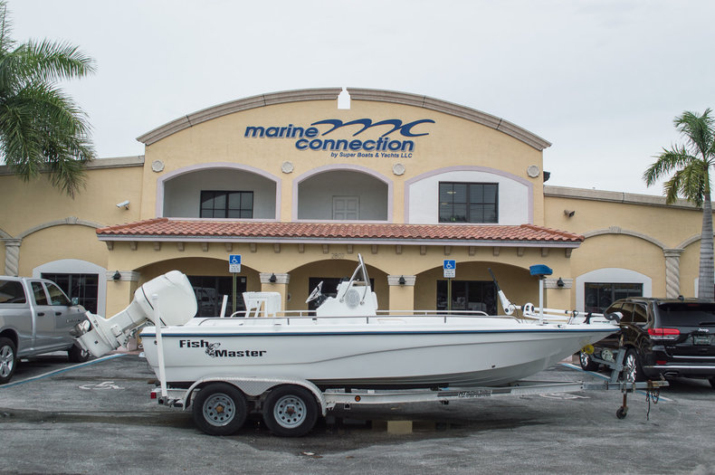 Used 2003 Polar 2100 Fishmaster Bay Boat boat for sale in West Palm Beach, FL