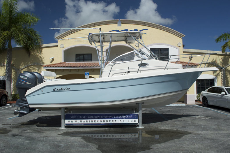 Used 2006 Cobia 250 Walk Around boat for sale in West Palm Beach, FL