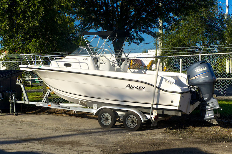 Used 2005 Angler 2100 Walkaround boat for sale in Miami, FL