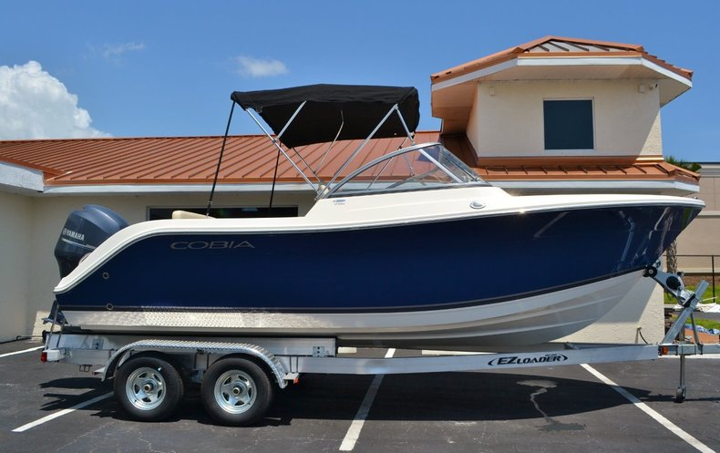 New 2015 Cobia 220 Dual Console boat for sale in Miami, FL