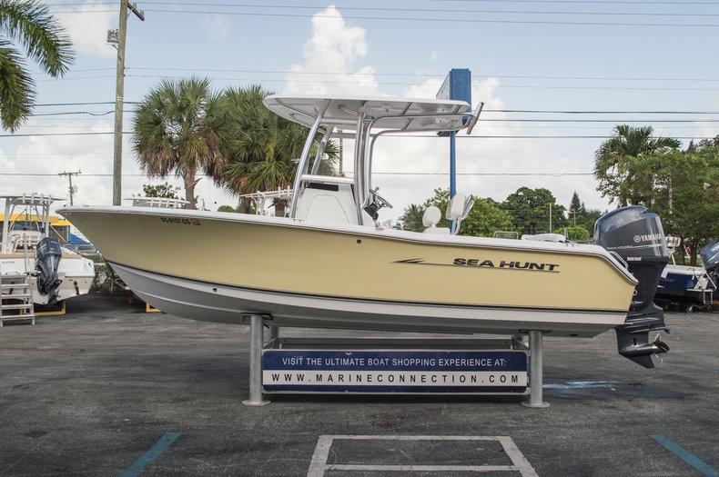 Used 2013 Sea Hunt 211 Ultra boat for sale in Vero Beach, FL