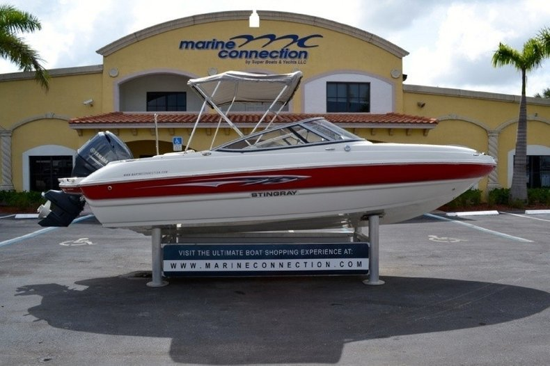 Used 2012 stingray 204 lr outboard bowrider boat for sale for Bowrider boats with outboard motors