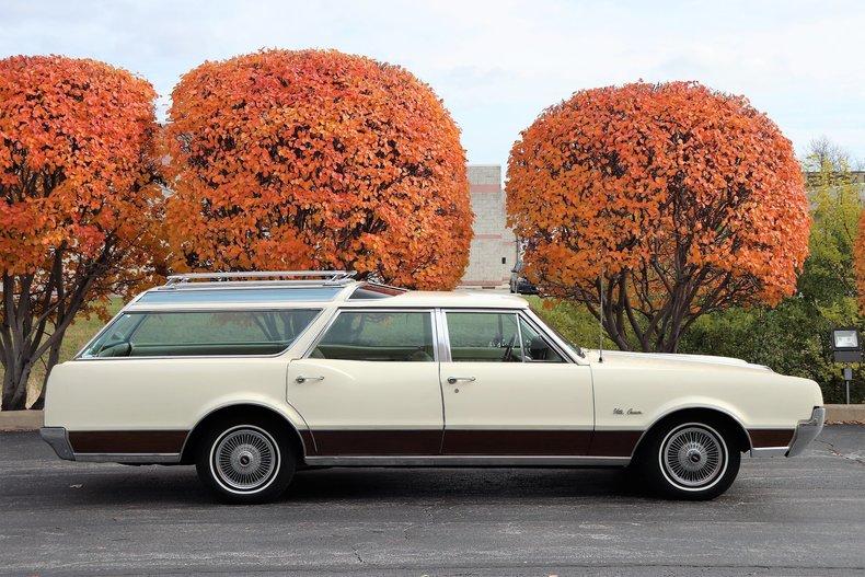 4688716024239 low res 1967 oldsmobile vista cruiser